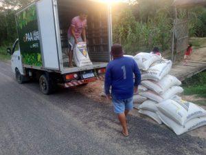 Produtos sendo adquiridos pelos agricultores